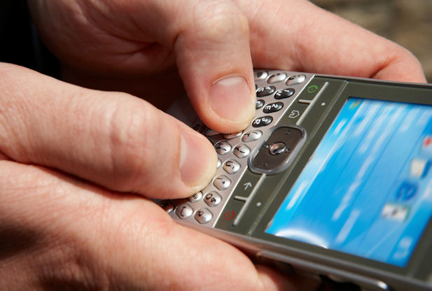 Photo of New app looks to give smartphone owners the ability to text without service or Internet