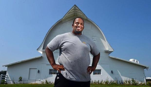 Photo of Ex-NFL star finds new passion in farming