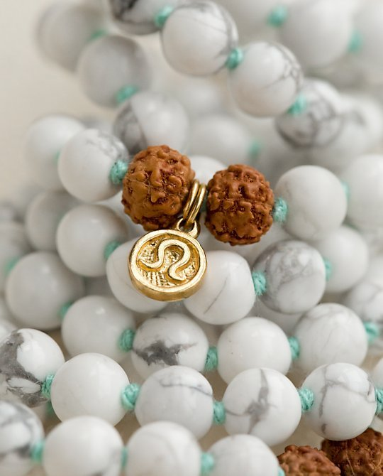 Photo of Here's Why Lululemon Is Charging $108 For Meditation Beads