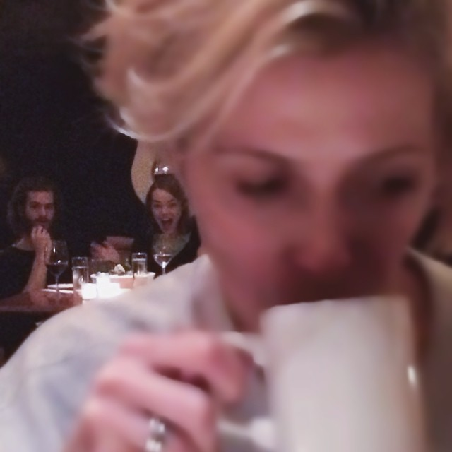 Photo of Here's What Happens When You Try To Secretly Take A Photo Of Emma Stone And Andrew Garfield Eating Dinner