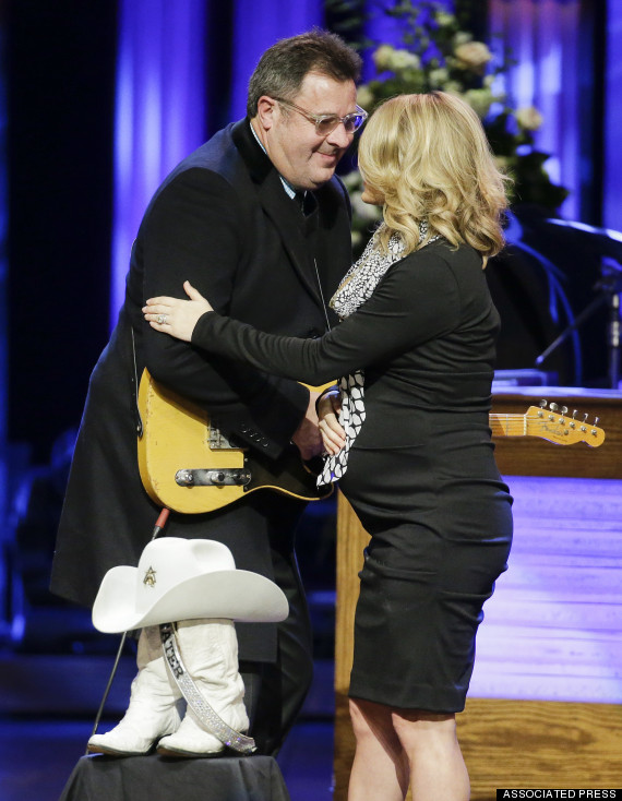 Photo of Pregnant Carrie Underwood Performs During Little Jimmy Dickens Memorial Service