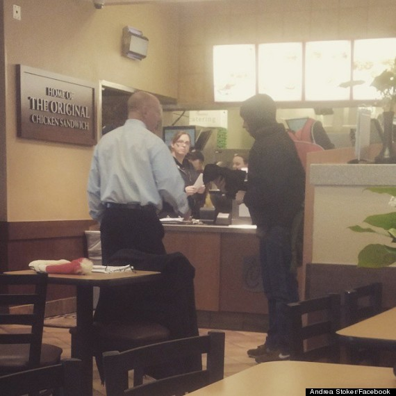 Photo of Chick-Fil-A Owner Gives His Own Gloves And Free Food To Man In Need
