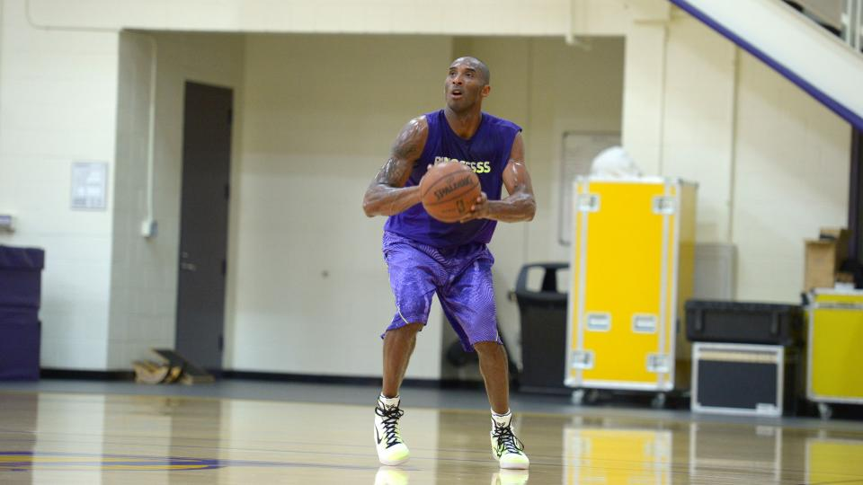 Photo of Kobe returns to practice after surgery