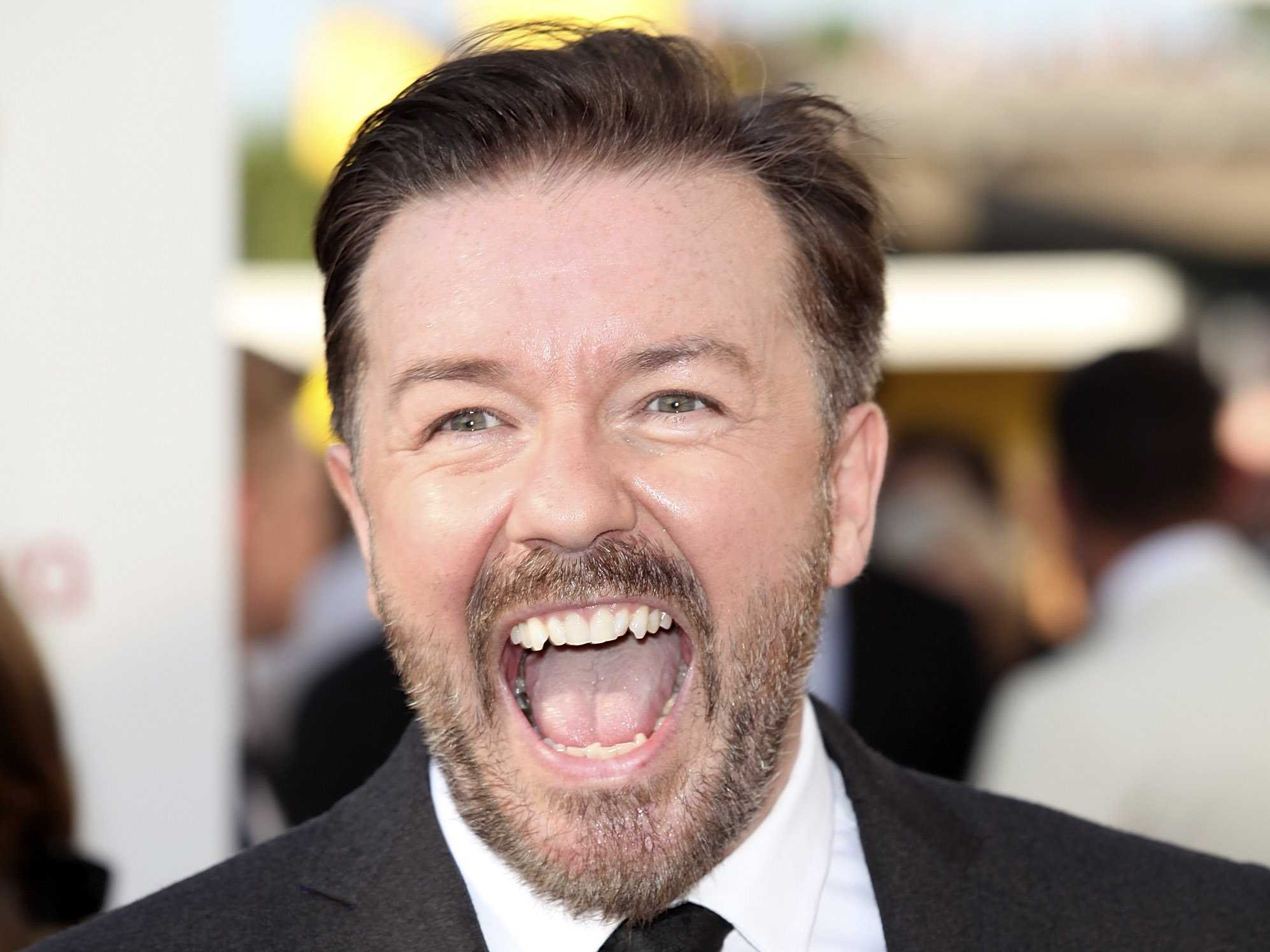 Photo of Ricky Gervais returns to host the Golden Globes in 2016