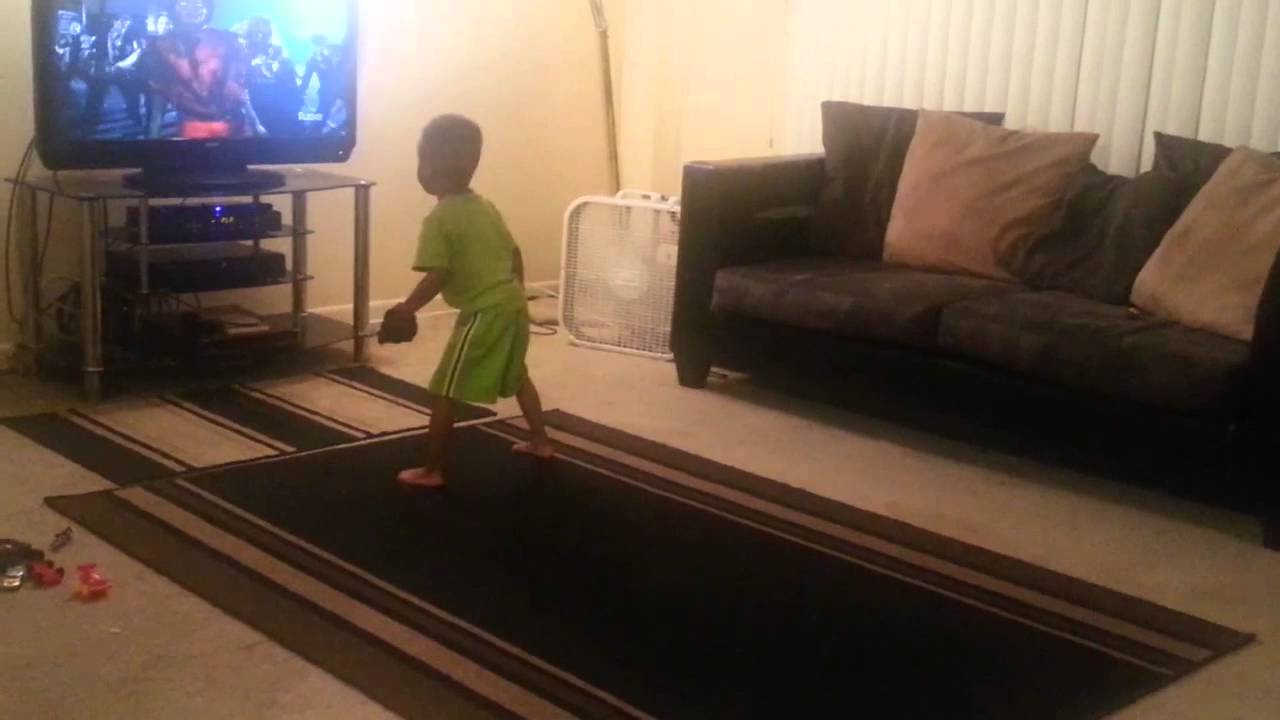 Photo of Toddler dances to Thriller