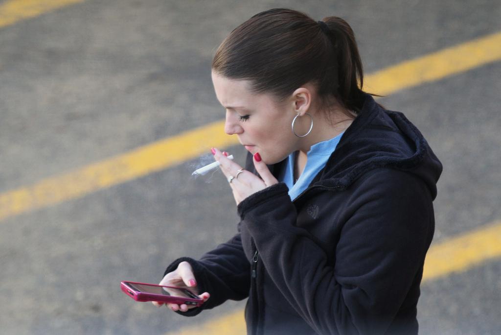 Photo of Hawaii raises smoking age to 21
