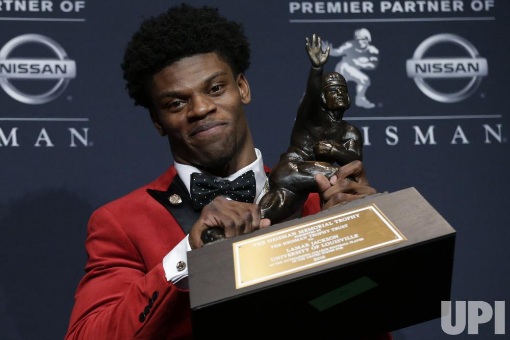 Photo of Louisville's Lamar Jackson wins the Heisman Trophy