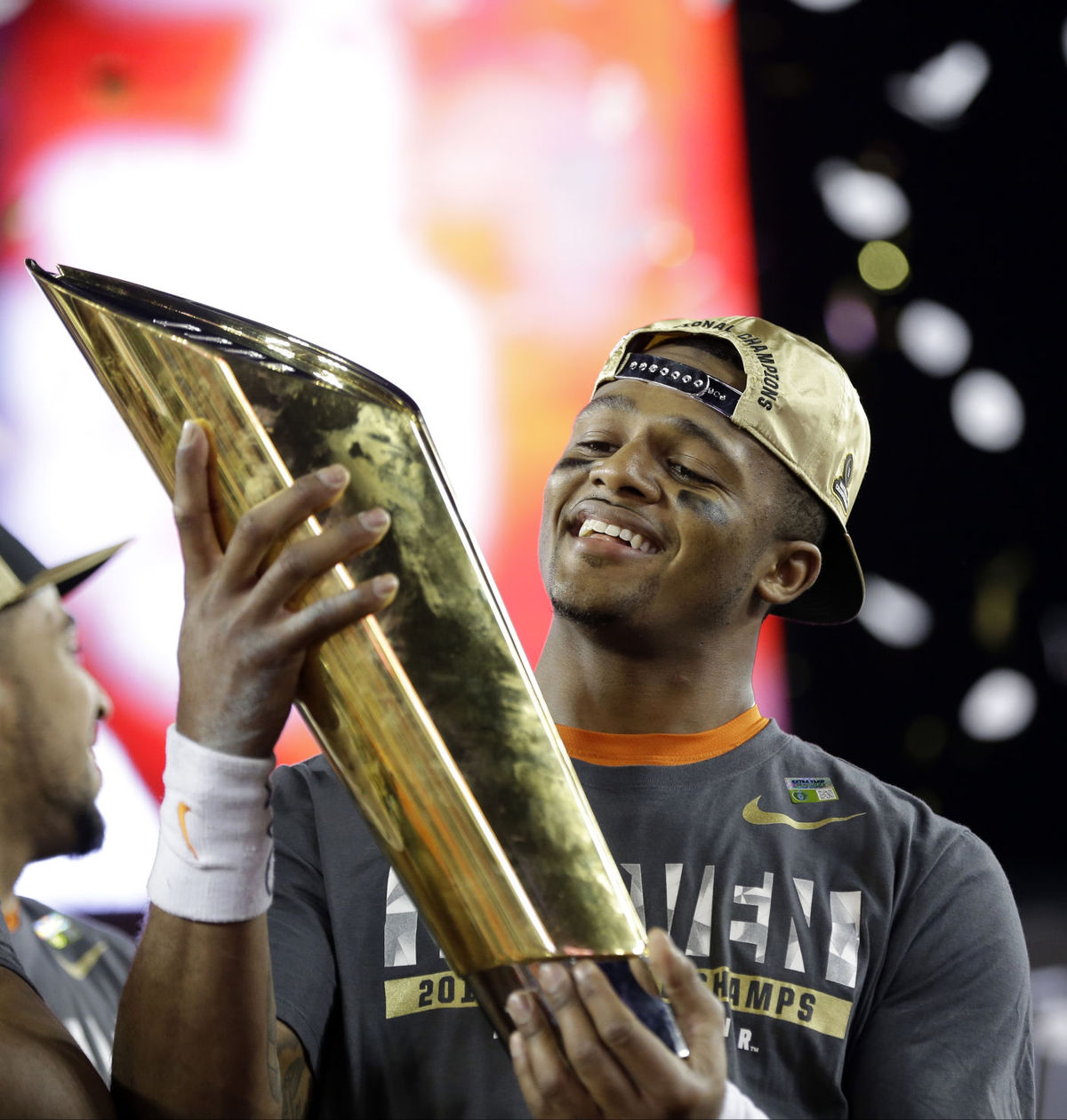 Photo of Clemson beats Alabama in final seconds for championship