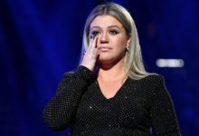 Photo of Kelly Clarkson Voices Frustration at Billboard Music Awards