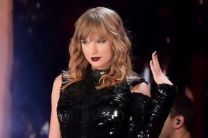 Taylor Swift signs deal with Universal Music Group