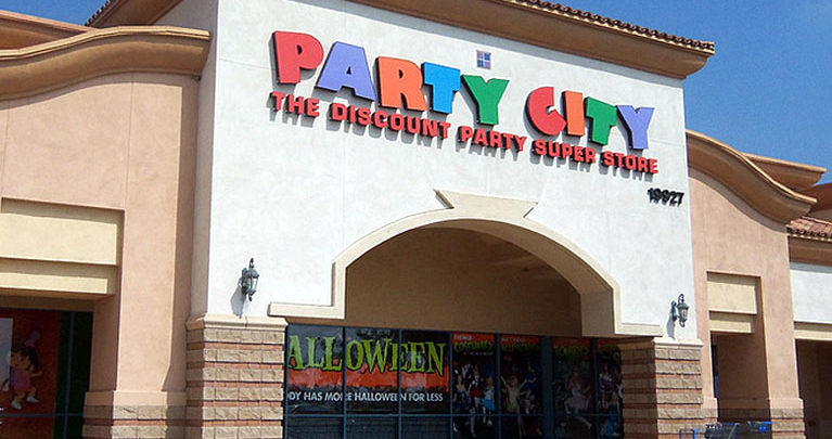 Photo of Party City says it is closing 45 stores, amid a global helium shortage