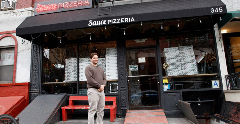Photo of Hero of the Day: Real estate exec gives free rent to pizzeria feeding hospitals