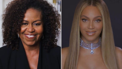 Photo of Michelle Obama presents Beyoncé with BET Humanitarian Award