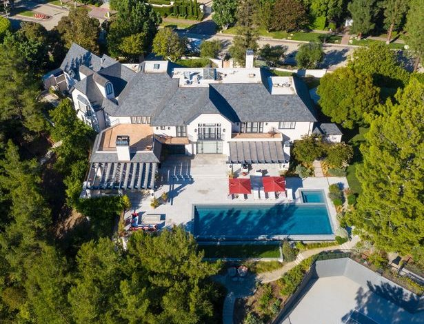 Photo of Inside Justin and Hailey Bieber $26 Million Dollar home in Beverly Hills.